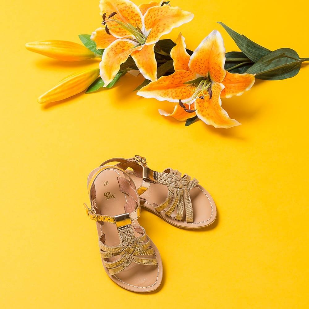 Chaussure enfant réalisée dans notre studio photo