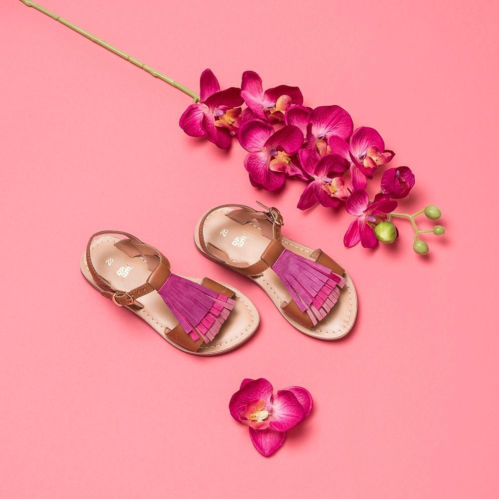 Photographe Chaussure enfant stylisme fleur fond rose