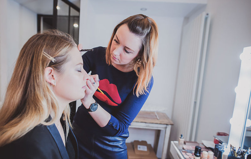 Maquillage au studio photo Le Garage